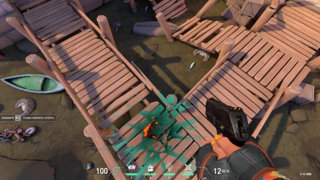Персонаж RAZE в игре Valorant взрывной ранец